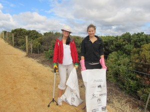 Clean Up Australia Day volunteers Isabella and Tessa.