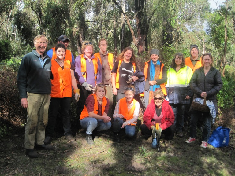 ANGAIR committee member Roger Ganley (left), Surf Coast Shire Environment Officer Leanne Rolfe (yellow), ANGAIR committee member Janet Stephens (front right)and property owner Heather Walker (far right) with Gordon TAFE students during a successful weed removal day within Aireys Inlet.