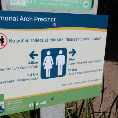 Memorial Arch temporary signs july 2017 (12)